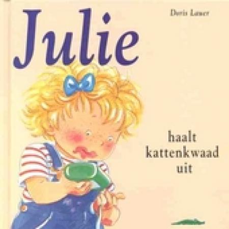 Julie haalt kattenkwaad uit