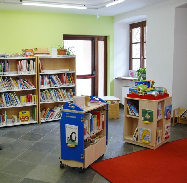 Biblioteca saint christophe sistema bibliotecario valdostano for Arredi per biblioteche